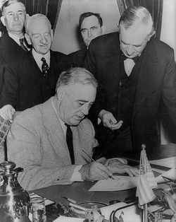 FDR-signs-dec-of-war-gore-vidal-pages