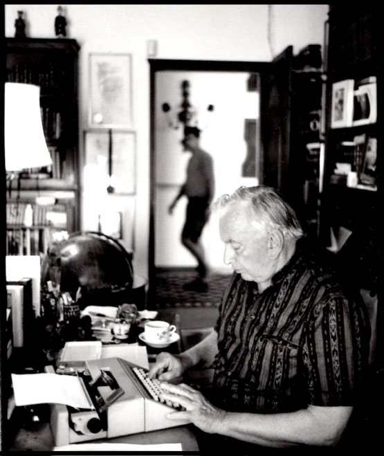Gore_Vidal_in_Ravello_at_his_desk